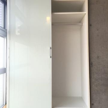 可動式の収納スペース! ※写真は506号室