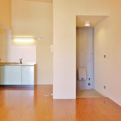 玄関からすぐにお部屋が見えにくい造り。