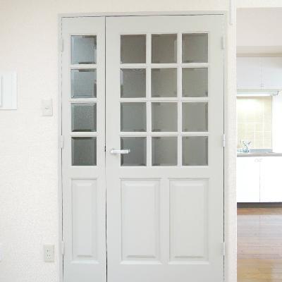 この扉を出ると玄関です。