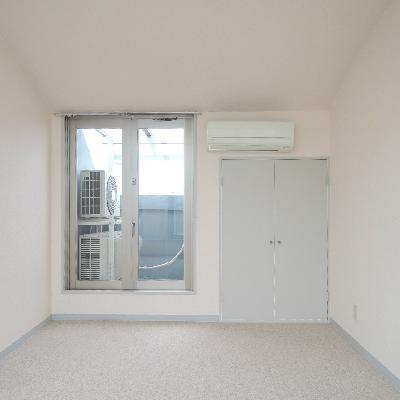 こっち側にも窓が。
