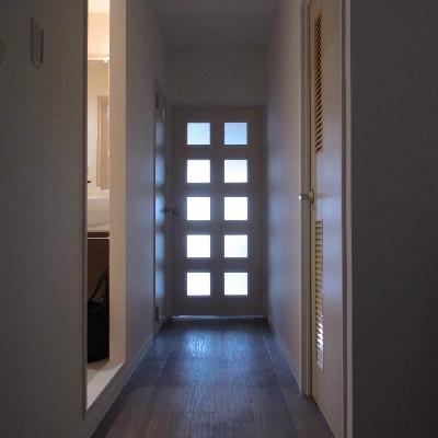 長い廊下の奥には、、