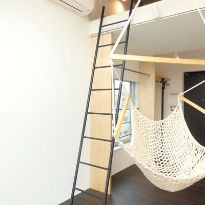 天井から優雅に吊るされている…!