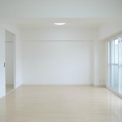 真っ白で清潔感のあるお部屋。