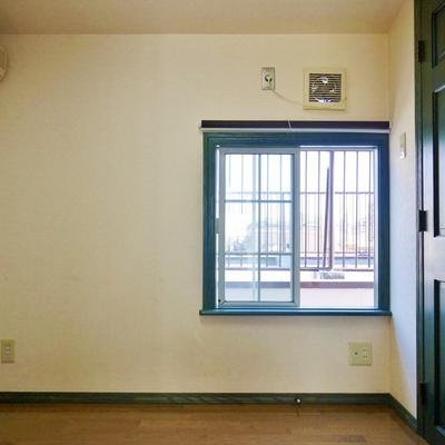 小窓がかわいい。