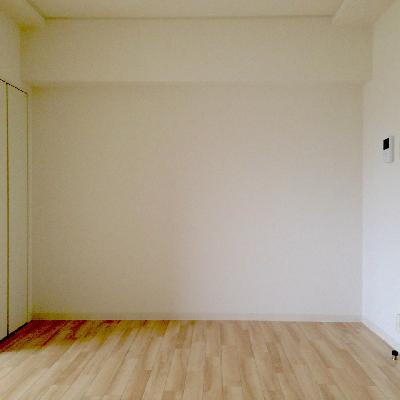 8帖の洋室は角をしっかり活かして家具を配置できそう