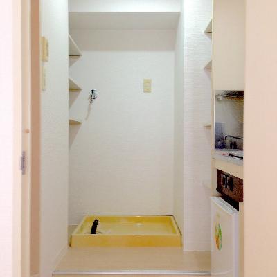 室内洗濯機置場の左右に収納はありがたい!