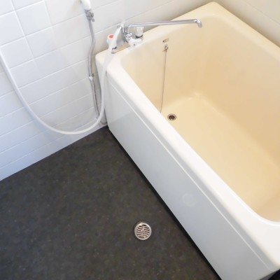 お風呂は浴槽深めです