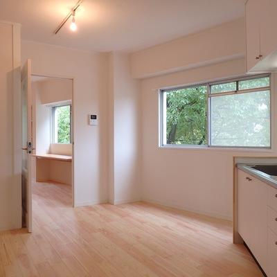 木漏れ日がこぼれるキッチン...♪ ※写真は前回工事した305号室