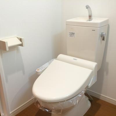 ウォシュレット付きのトイレです