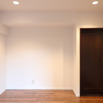 濃いブラウンのドアが可愛い!