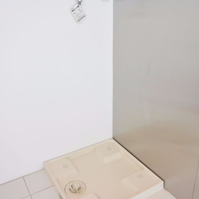 洗濯機は冷蔵庫の横に※写真は同間取り別部屋