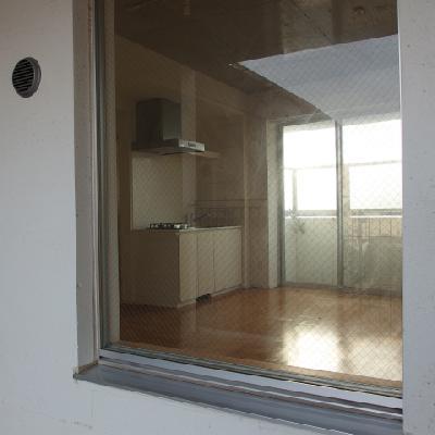 廊下から見えるので、目隠しはちゃんとしよう!