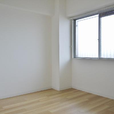 ココが玄関横の洋室。全室洋室。