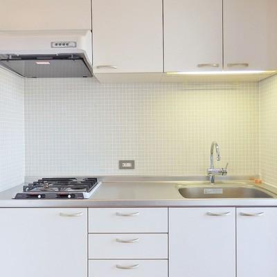 キッチンはシンプルにだけど優秀3口ガスコンロ。