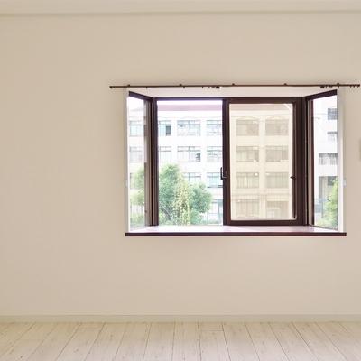 出窓がいい感じだ〜〜。