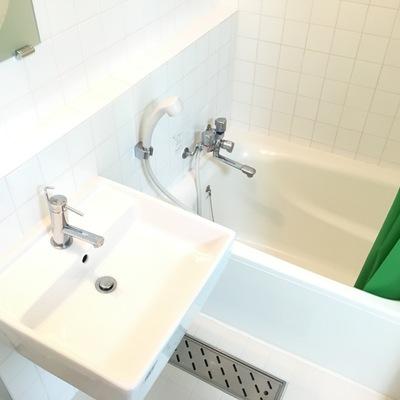 3点ユニットですが綺麗です、追い焚き、浴室乾燥機付き!