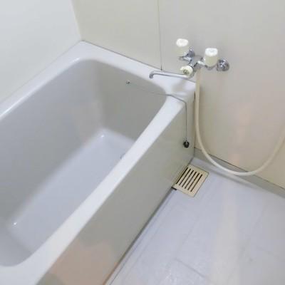 お風呂は少しコンパクト