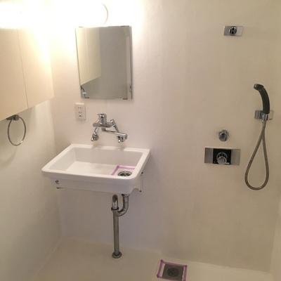 ここがバスルーム。トイレ、洗面台も