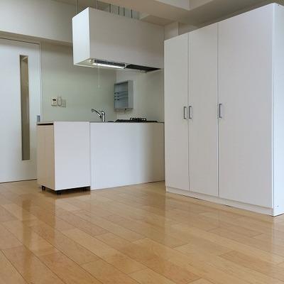 クローゼットは大容量!※写真は別部屋です404号室は対面キッチンではありません。。