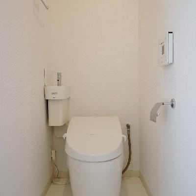 トイレは洗浄便座!小さな手洗いあります。