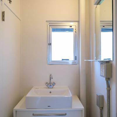 洗面台も可愛らしい。※写真は同じ間取りの別室