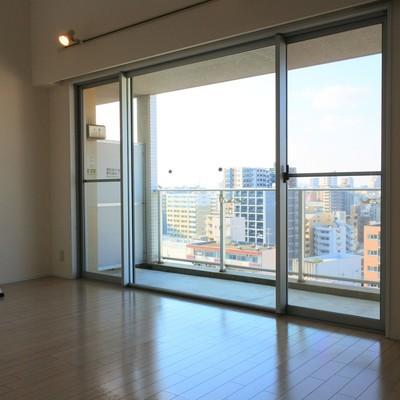 15階からの眺めを大きな窓越しに・・!