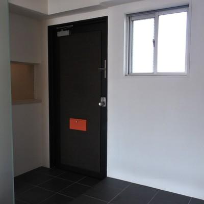 玄関横にも小さな棚が。何を置こうかな〜