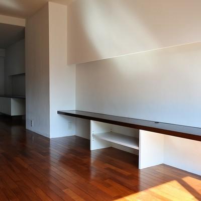 棚が、居室側まで続きます。