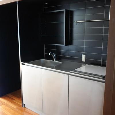 キッチンもシックにブラックで。