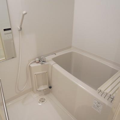 お風呂もきれいですよ。※写真は反転タイプです