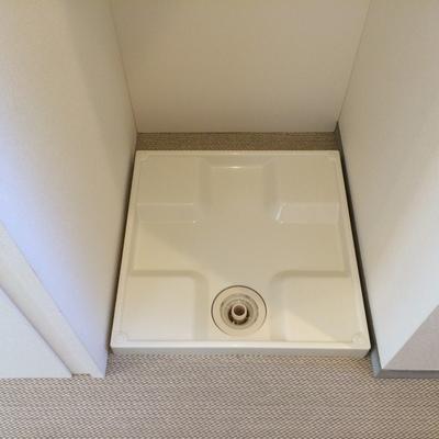 洗濯機置場はトイレ横にあります