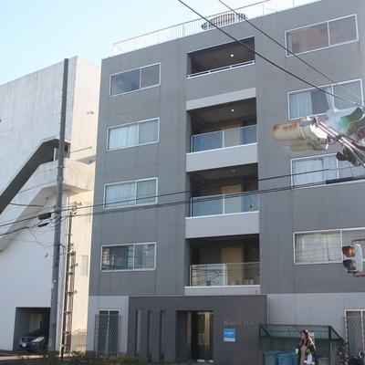 各階2世帯ずつの贅沢な造りのマンションです