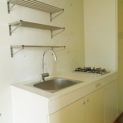 キッチンも白で統一※写真同タイプ別部屋