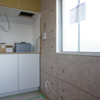 キッチンは窓辺に〇※写真は工事中です