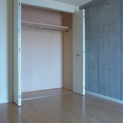 こちらが洋室とその収納です※画像は別室です