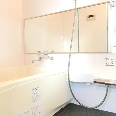 バスルームが広々と使いやすそうですね