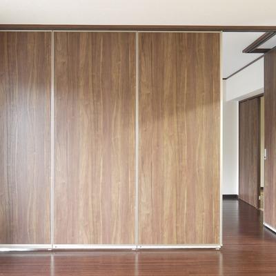 こんな扉でリビングを仕切れます。