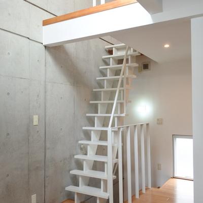 この階段、ワクワクしますね!