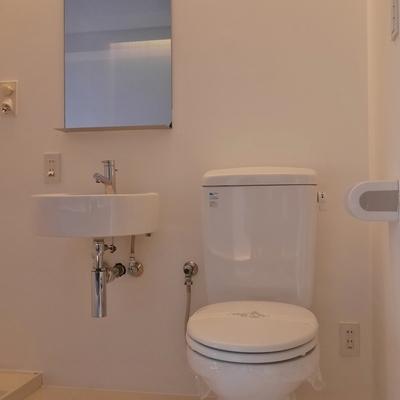 トイレに可愛い洗面台が