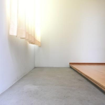 玄関土間。いいなーこの感じ。