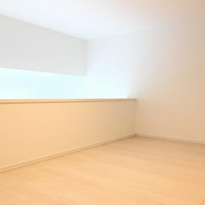 ロフト、天井は低いですがスペースはあります