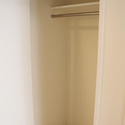 トイレ向かいにクローゼット