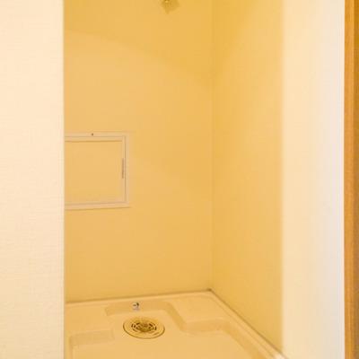 洗濯機置場は玄関です。