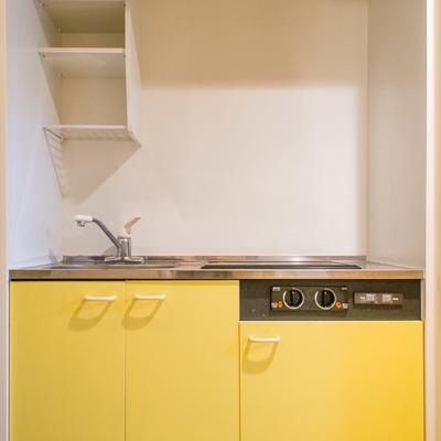 アクセントカラー黄色いキッチン