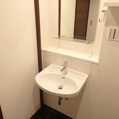 【写真は別部屋】すっきりした洗面台!