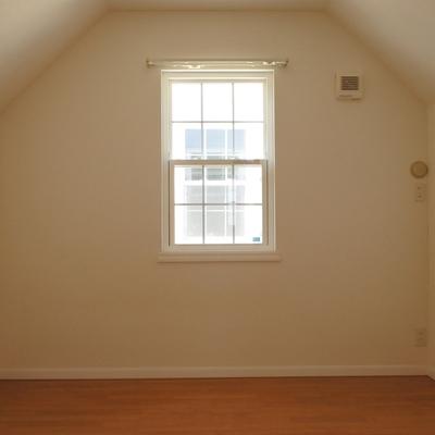 屋根の形がかわいいお部屋。子ども部屋決定!