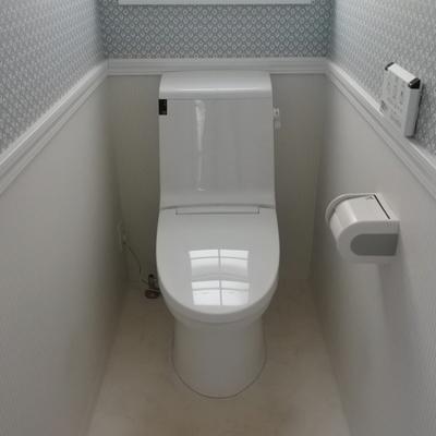 壁紙が可愛いトイレ。