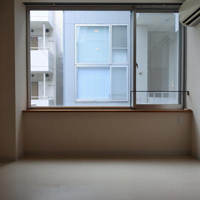 こっちのお部屋はお隣さんの視線がきになるかも