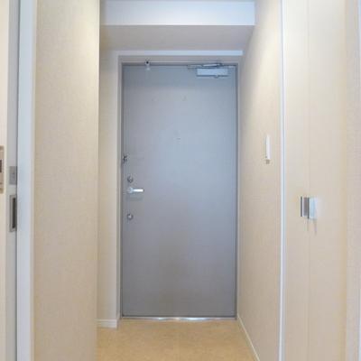 ドアも上品なグレー