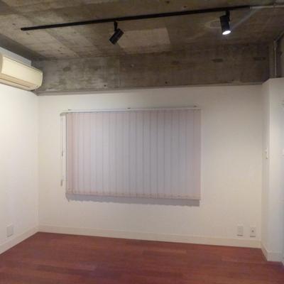 東側の空間はカーテンなどで仕切ってもいいですね